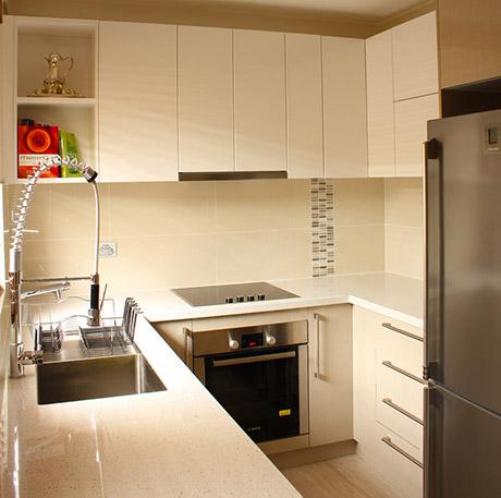 Custom Made Kitchen40