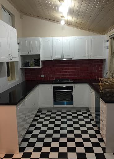 Custom Made Kitchen50