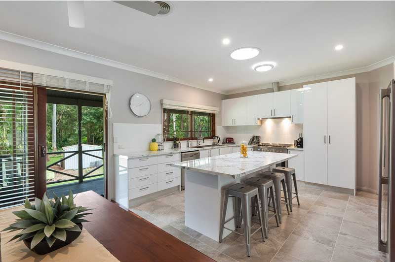 http://www.paradise-kitchens.com.au/images/gallery/custom-made-kitchen52.jpg